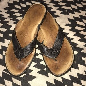 Born brown strap thong sandals